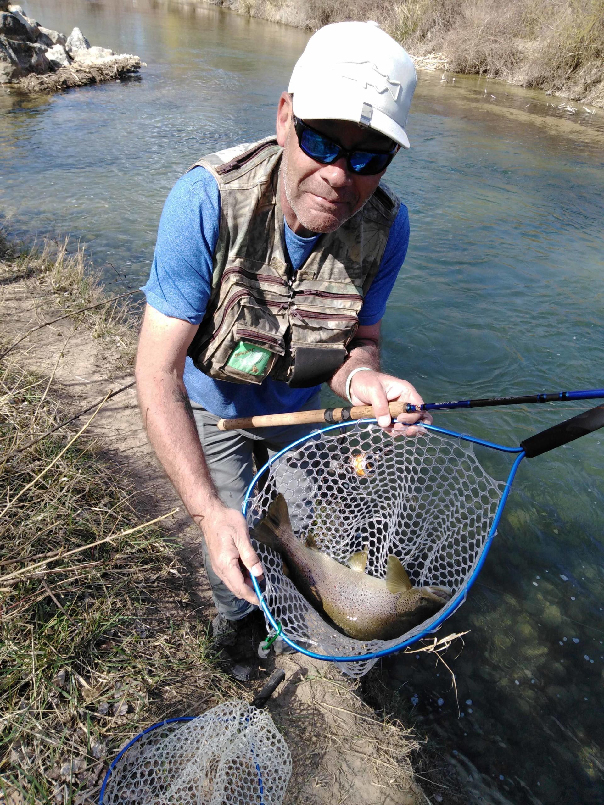 truite de 60cm pêchée en toc à la nymphe